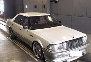 1990 toyota crown uzs131 4.0 royal saloon for sale in japan
