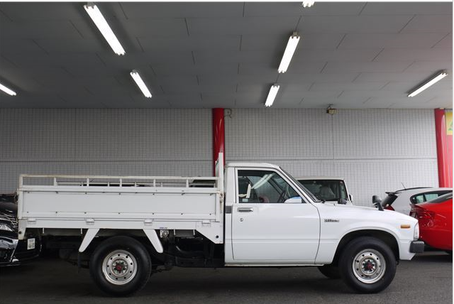 1983 toyota hilux 1 ton RN45 1.6 MT for sale in japan 67k.PNG