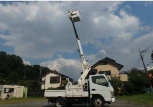 2005-mitsubishi-fuso-canter-cherry-picker-truck-4-9-diesel-model-fe70db-turbo-for-sale-japan-130k