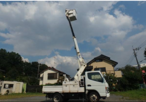 2005-mitsubishi-fuso-canter-cherry-picker-truck-4-9-diesel-model-fe70db-turbo-for-sale-japan-130k